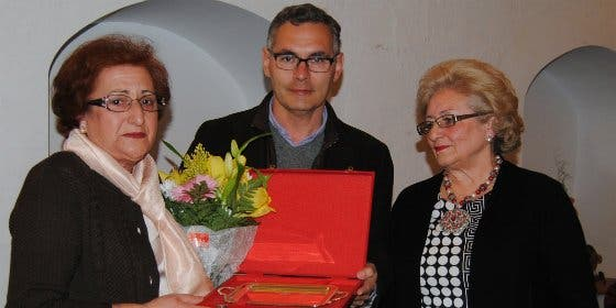 Emotivo homenaje a la mujer en Valencia de Alcántara Cáceres)