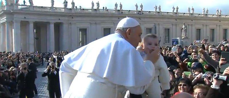 """El Papa clama: """"Descartar a los ancianos es pecado mortal. ¿Entendido?"""""""