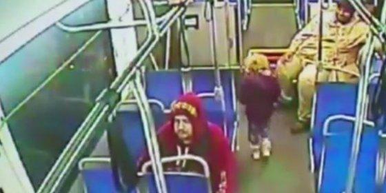 [Vídeo] La redicha de 4 años coge un bus de madrugada para irse a comprar un refresco