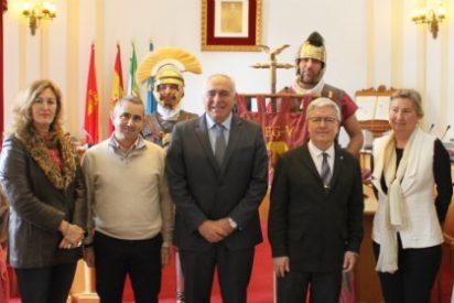 El alcalde de Mérida entrega las llaves de locales a dos asociaciones