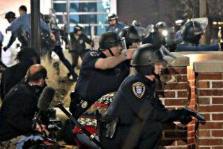 Los dos policías tiroteados en Ferguson están conscientes y sufren heridas 'muy graves'