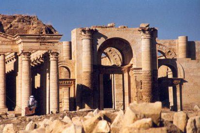 Los fanáticos islámicos arrasan también Hatra y pulverizan sus antigüedades