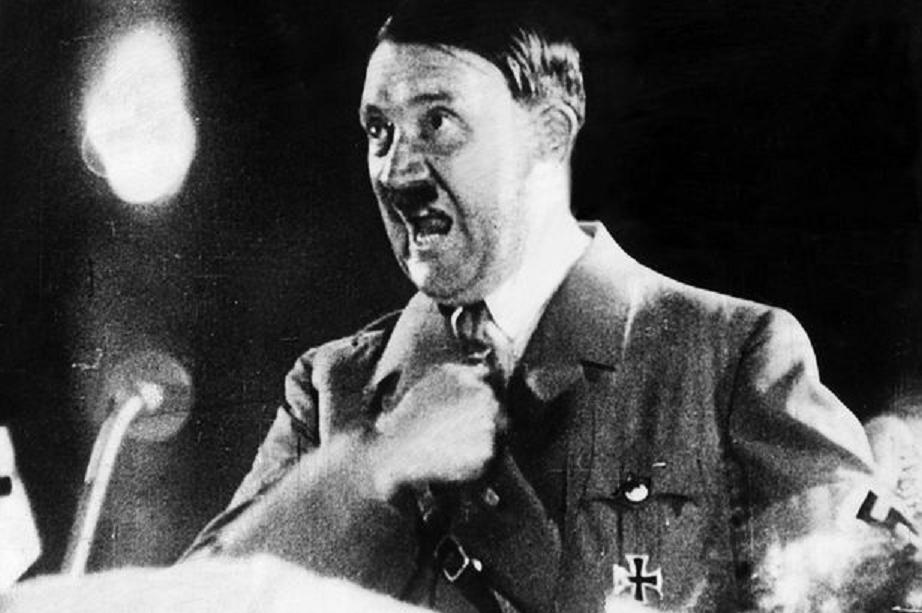 Hitler mató a miles de alemanes arrojando bombas en sus ciudades... para hacer prácticas de tiro