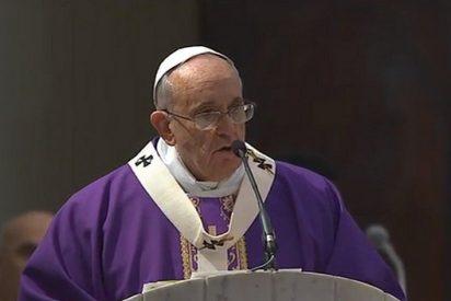"""El Papa pide, en una parroquia romana, """"correspondencia entre liturgia y vida"""""""