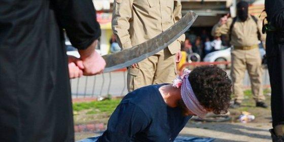 Las imágenes de los homosexuales a quienes el EI corta la cabeza a espada