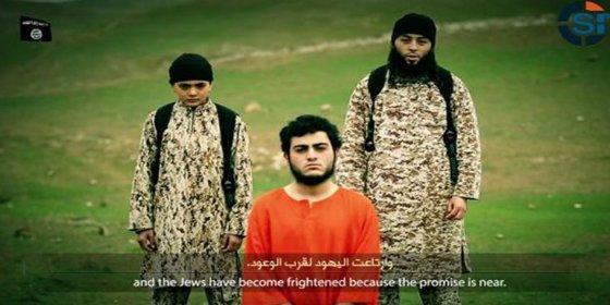 El atroz vídeo sin censura del niño del EI que ejecuta de un tiro en la frente a un israelí