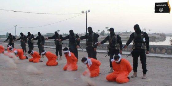 El vídeo sin censura de la salvaje ejecución de 9 espías a manos del EI