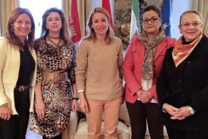 La alcaldesa de Cáceres se reúne con la nueva Junta Directiva de Red Madre
