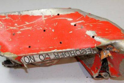 La caja negra del avión de Germanwings: Un piloto salió de la cabina... ¡y no pudo volver!