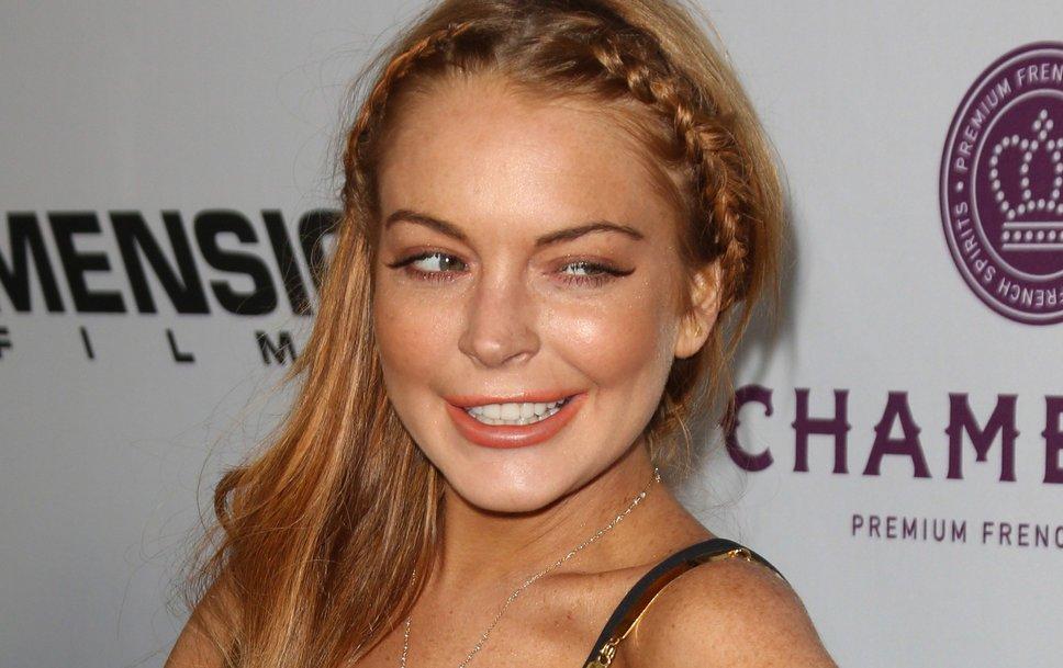 La actriz Lindsay Lohan retoca una foto para lucir unas piernas más delgadas