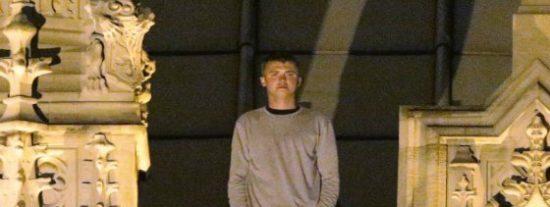 El vídeo del joven que se pasó la noche paseando sobre el techo del Parlamento británico