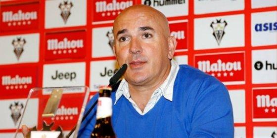 Le preguntan sobre sus opciones de relevar a Paco Jémez en el Rayo Vallecano
