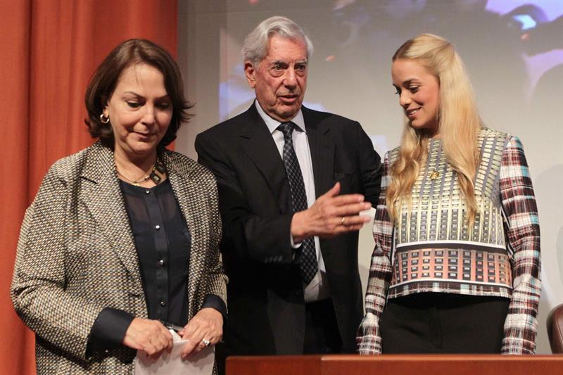 Vargas Llosa lamenta el vergonzoso silencio de América Latina ante la represión en Venezuela
