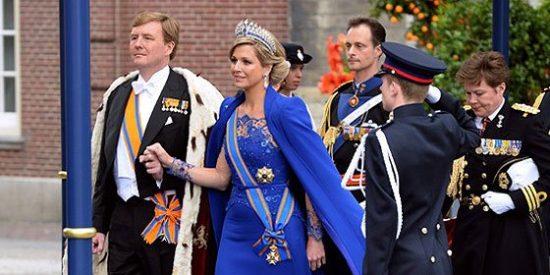 Máxima de Holanda muestra su elegancia en un congreso en Utretch