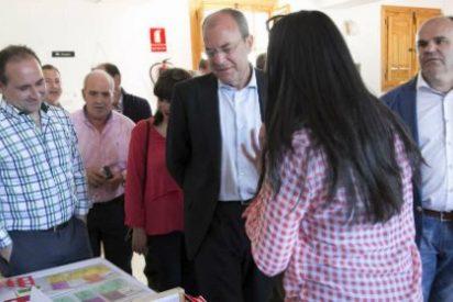 Monago visita la Fiesta del Cerezo en Flor que se celebra en el Valle del Jerte