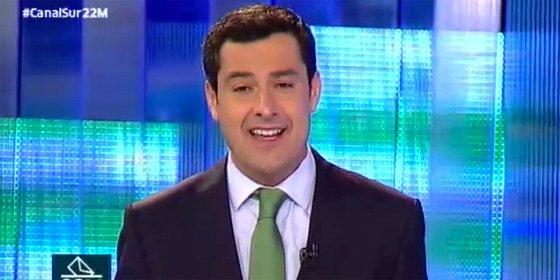 Juanma Moreno firma por escrito su compromiso de poner en marcha la autovía Huelva-Cádiz