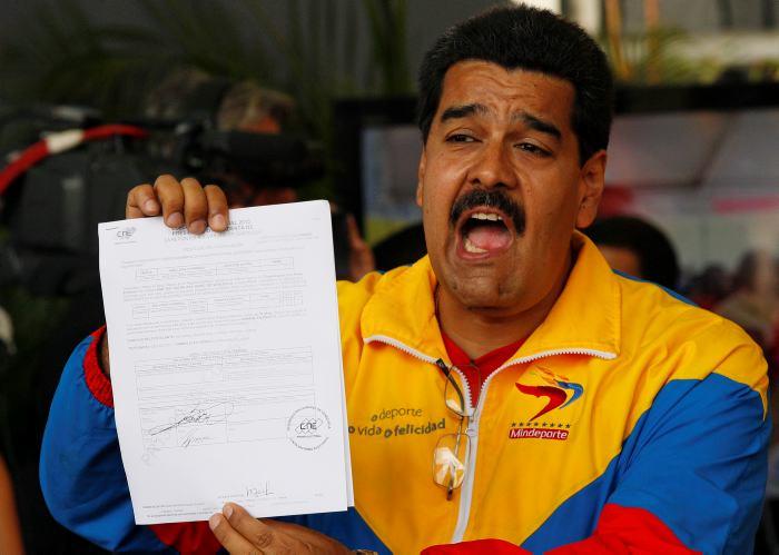 El chavista Maduro exige que EEUU 'vacíe' su embajada en Caracas e impone el visado a los turistas norteamericanos