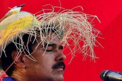 [Vídeo] Con esta facha hace el ridículo Maduro... ¡mandándole saludos a un escritor muerto hace 20 años!