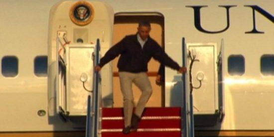 [Vídeo] El resbalón de Obama bajando del Air Force One fue de altas miras