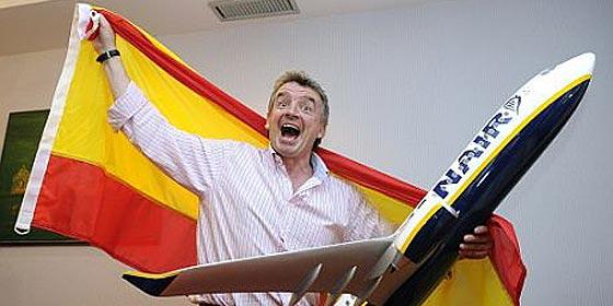 Expulsan a 20 borrachos de un avión de Ryanair... ¡por hacer llorar a un azafato!