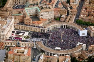 Pell vigilará el control de los fondos vaticanos, pero no decidirá la gestión de la Curia
