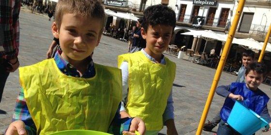 Medio millar de jóvenes pasan por el Espacio del Reciclaje de Ecoembes en Cáceres