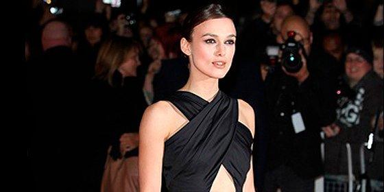 Keira Knightley, Lupita Nyong'o, Kate Moss y Cara Delevinge encabezan el movimiento a favor de los pechos pequeños
