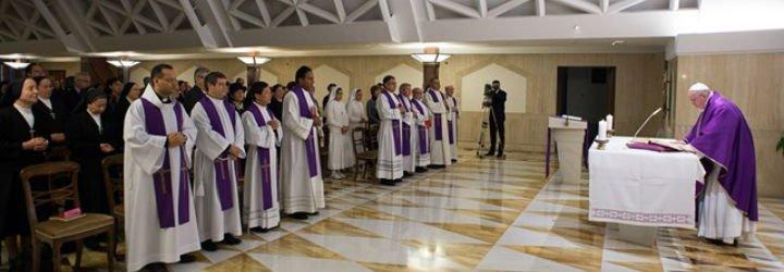 """El Papa, contra los """"epulones"""" que tienen """"los vidrios oscurecidos para no ver a los pobres"""""""