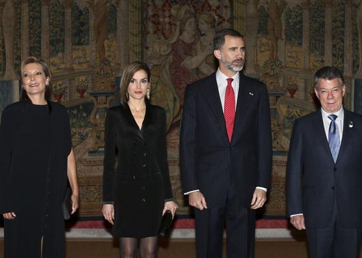 El presidente de Colombia termina su visita a España con una recepción en honor de los Reyes