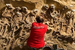 Aparece una fosa común con 200 cadáveres bajo un supermercado en pleno París