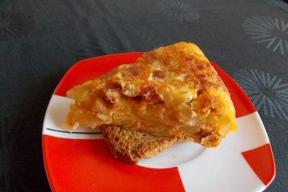 Tortilla de patatas con daditos de Longaniza ibérica roja Sierra de Monfragüe