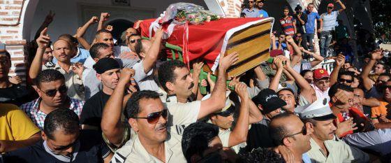 El papa condena todos los actos contra la paz y reza por las víctimas de Túnez