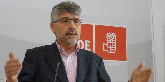 """Valentín García (PSOE): """"La comparecencia de Monago en la Asamblea es un acto de campaña electoral"""""""