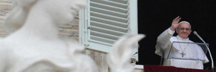 """El Papa en el ángelus: """"Un mundo que margina a las mujeres es un mundo estéril"""""""