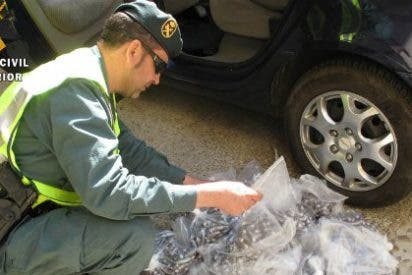 Intervenidos en Torremejías (Badajoz) 30 kg de droga oculta en un doble fondo de un vehículo