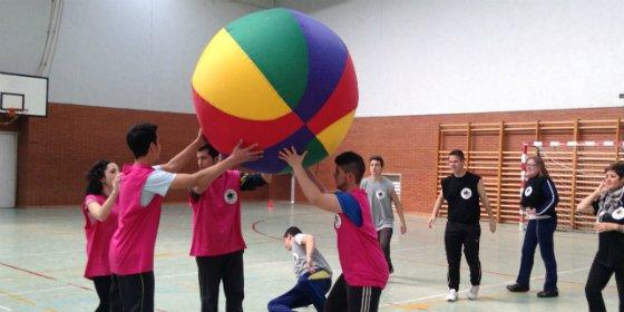 Los jóvenes de Don Benito promueven el deporte cooperativo