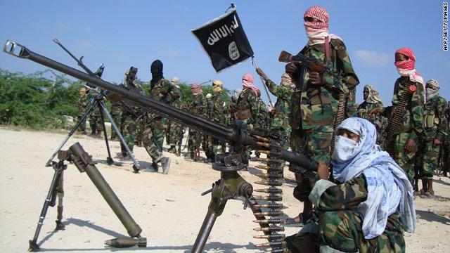 Cuatro terroristas de Al Shabab leales a Al Qaeda asesinan a 147 universitarios en Kenia