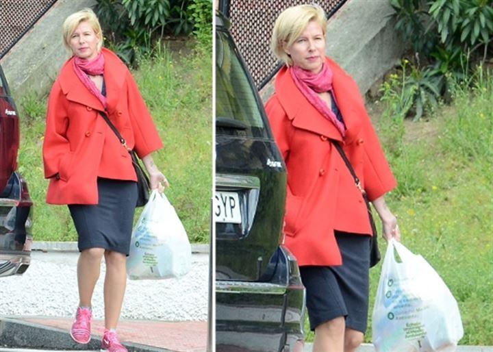 Anne Igartiburu, una perfecta ama de casa con look 'sporty chic'