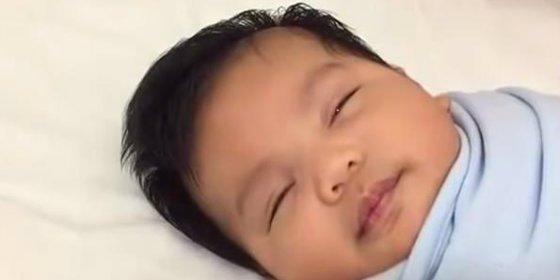 [Vídeo] Cómo hacer dormir a un bebé en 40 segundos ¡de manera infalible!