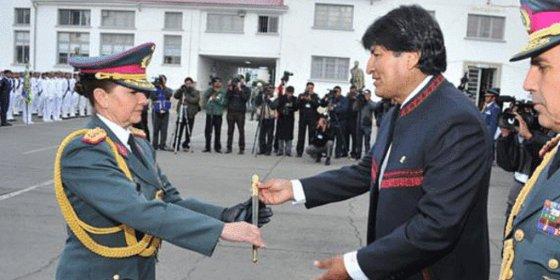 La hija del hombre que dio caza al Che es nombrada general en Bolivia
