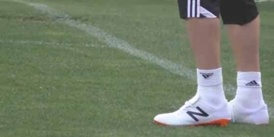 Negredo se cambia de botas