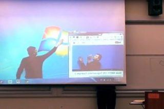 [Vídeo] No te pierdas el increíble e hilarante 'duelo digital' de este profesor de matemáticas