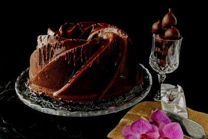 Bundt Cake de Chocolate Relleno de Merengue y Rabitos Royale, en colaboración con el blog gastronómico Patty's Cake