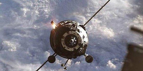 [Vídeo] ¡Alerta! Así está cayendo sin control hacia la Tierra una nave espacial rusa