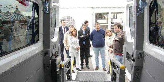 Carrefour dona un vehículo adaptado a ASPACE Cáceres que mejorará la movilidad de los usuarios de su Centro de Día