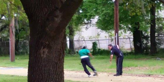 Este terrible vídeo condena al policía que mató por la espalda a un conductor desarmado