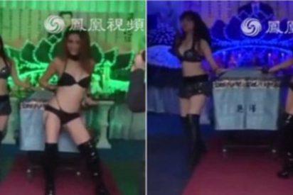 El vídeo del funeral con strippers que le ha regalado una viuda a su difunto