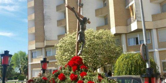 El Cristo de los Mayores sale en procesión por el centro residencial de La Granadilla de Badajoz