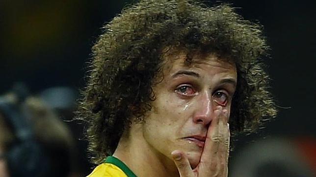 La madre de David Luiz sale en defensa de su hijo