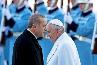"""Erdogan asegura que el Papa dice """"estupideces"""" al hablar del genocidio armenio"""